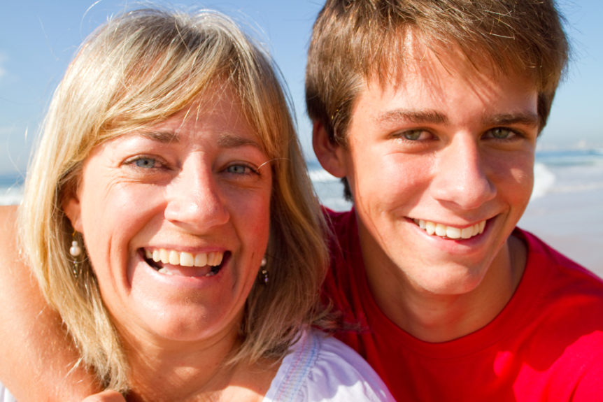 give-your-mom-the-gift-of-white-teeth-this-year-cosmetic-and-family-dentistry-of-las-colinas
